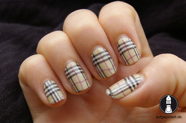 water decal nailart burberry