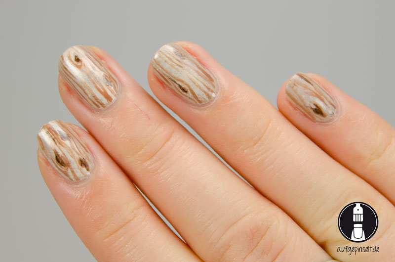 Material Nails: Freehand Nageldesign mit Holzoptik