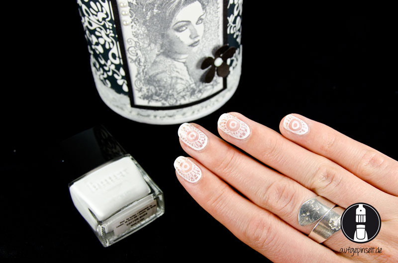 Weißes Cut Out Nail Design mit Moyou London