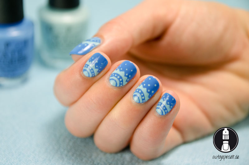 Fertiges Nageldesign Freehand Blau und Mint