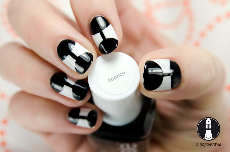 Nageldesign Black & White mit essie licorice